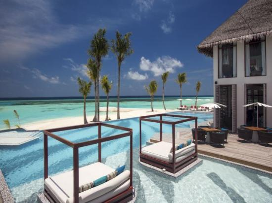 /hotely/ml43/res/Joie-De-Vivre---Cabanas-and-Pool-with-View---OZEN-by-Atmosphere.jpg